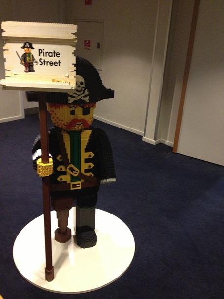 Legofigurer viser vei på Hotell Legoland
